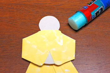 Paper Shapes Angel step 10 glue front of torso