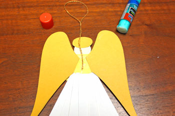 Paper Shapes Angel step 14 glue yarn loop