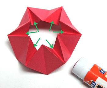 Pyramid Folded Star step 13 apply glue inside