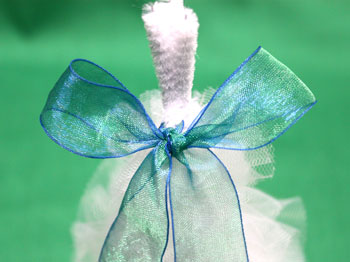 Tulle and Chenille Christmas Tree step 13 tie bow